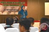 Anggota Komisi VIII DPR RI Desy Ratnasari, mensosialisasikan UU 35  tahun 2014 tentang Kekerasan Terhadap Anak kepada pelajar, kader posyandu dan aktivis perlindungan anak dan perempuan di Sukabumi, Jawa Barat. (Foto Antara/Aditya A Rohman).
