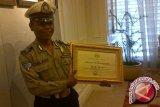 DPR Beri Penghargaan Untuk Polisi Pemulung, Bripka Seladi