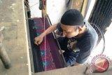 Pengrajin kain khas Sumsel