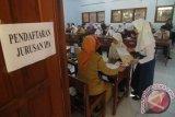 Sejumlah calon siswa asal Semarang
