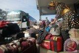 Ratusan Penumpang Bus Terlantar di Terminal Tulungagung