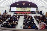 Peserta mengikuti acara 'Kongres Bahasa Daerah Nusantara' (KBDN) di Gedung Merdeka Bandung, Jawa Barat, Selasa (2/8). Tujuan penyelenggaraan KBDN yaitu untuk merumuskan, menggali, memelihara, dan mengembangkan bahasa daerah yang ada di Nusantara sebagai aset kebudayaan Indonesia. ANTARA FOTO/Agus Bebeng/wdy/16