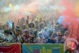 Peserta color run Cimb Niaga 12.500 orang
