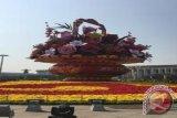 Keranjang bunga raksasa kembali hiasi Tiananmen