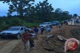 Usulkan Rehabilitasi Jalan Secara Permanen - Irianto : Meski Darurat, Jalan Bisa Dilewati