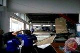Plafon gedung diler Thamrin Baturaja runtuh