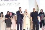 Wardah Berikan Penghargaan Kepada Tiga Perancang Indonesia