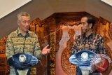 Jokowi-Lee Lakukan Diplomasi Batik
