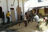 Koramil Ayamaru bantu bangun gereja di Kambuaya Maybrat