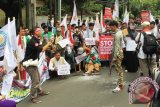 Demonstran Peduli Rohingya Gelar Teatrikal di depan Kedubes Myanmar