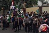 Puluhan Orang Berdemonstrasi Di Depan Kedubes Myanmar