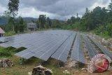 Pembangkit Listrik Tenaga Surya (PLTS) yang dibangun Kementerian Energi dan Sumber Daya Mineral, di Arfai Manokwari, Papua Barat.