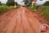 Jalan Lumban Meranti Jaya Sukomulyo rusak parah
