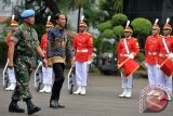 Presiden dan Panglima TNI coba Panser Anoa Amfibi yang Dikendarai Kowad