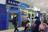 Mesin untuk mencetak plat nomor polisi ditambah SAMSAT Palembang