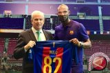 Legenda FC Barcelona Eric Abidal Unjuk Kebolehan Pada Anak-Anak SSB