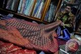 Produk tenun kain ramaikan Palembang Expo