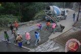 Pemkab Bombana bangun jalan konstruksi beton