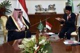 Raja Salman heran disambut pastor berbahasa Arab