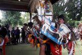 Dididk Nini Thowok: Kolaborasi Pendet-Jaran Kepang Kurang Pas