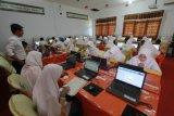 SMP Adiwiyata pinjam laptop siswa untuk UNBK