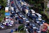 11 Korban Tewas Kecelakaan Bus Wisata di Jalur Puncak-Cianjur Dievakuasi