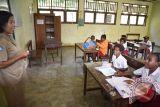 Hampir seluruh guru perempuan, SD Inpres Sorong dikunjungi 22 dubes