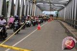 Pengunjung Harapkan Jembatan Menuju Pasia Jambak Diperbaiki