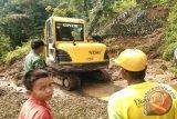 Longsor Timbun Jalan di Palembayan, Lalu Lintas Agam-Pasaman Terganggu