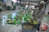 Tradisi Bubur Sop Masjid Suro
