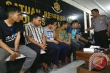 Astaga! Polisi Tangkap 6 Karyawan JNE Terkait Pencurian Isi Paket