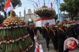 Ratusan orang ikuti tradisi