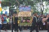 Rombongan perwakilan kelurahan direncanakan masing-masing akan membawa dua unit jampana – semacam tandu yang berisi berbagai bahan makanan. Setiap jampana akan diisi oleh berbagai produk khas atau produk unggulan di masing-masing kelurahan di Kota Bogor, Jawa Barat. (Foto Humas Pemkot Bogor)