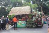 Mobil hias salah satu tampilan yang ikut memeriahkan pawai Helaran dalam rangka memeriahkan 'Hari Jadi Bogor ke 535' di Kota Bogor, Jawa Barat. (Foto Humas Pemkot Bogor).
