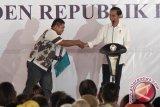 Presiden resmikan tol dan bagikan sertifikat di Jateng