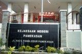 KPK Segel Kantor Inspektorat dan Kejari Pamekasan