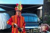 Jokowi Umumkan Yasonna Pemakai Baju Adat Terbaik