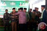 Ketum PBNU Kukuhkan Sugianto-Agustiar Jadi Anggota Kehormatan Banser Kalteng
