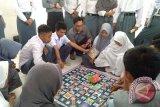 UNM Terapkan English Poly Card Di Pulau Jampea