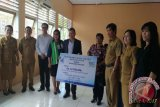 Bank SulutGo Serahkan CSR Pendidikan SMKN-4 Manado