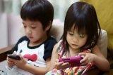 Jangan gunakan gadget untuk mengalihkan rasa bosan anak