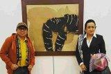 Pameran kertas oleh seniman kontemporer Indonesia