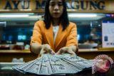 Dolar AS melemah setelah Trump kenakan tarif impor pada Tiongkok