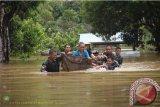 PAM Perbatasan Kodam Sriwijaya evakuasi korban banjir