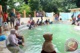 Air panas Wawolesea bisa jadi wisata dunia