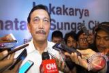 Luhut tegaskan proyek kereta Jakarta-Surabaya dikerjakan Jepang