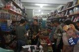 Razia Ditreskrimum Polda Riau Amankan Ratusan Botol Miras dan Petasan