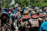 Mahasiswa blokade jalan kampus Umrah