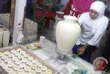 Kampanye khofifah di sentra keramik