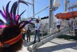 Rainbow Warrior merapat di Raja Ampat